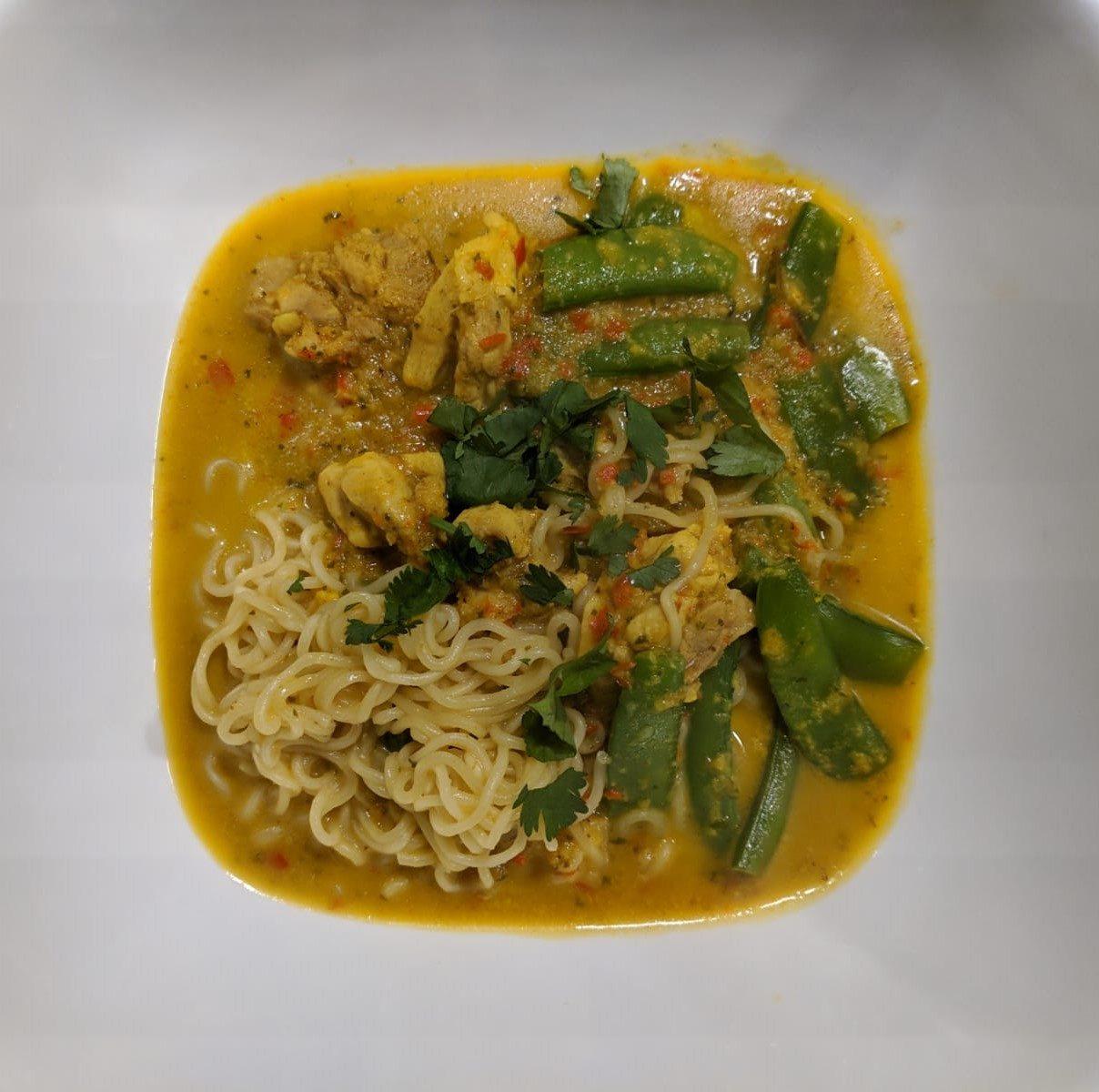 thais curry noedels soep bouillon