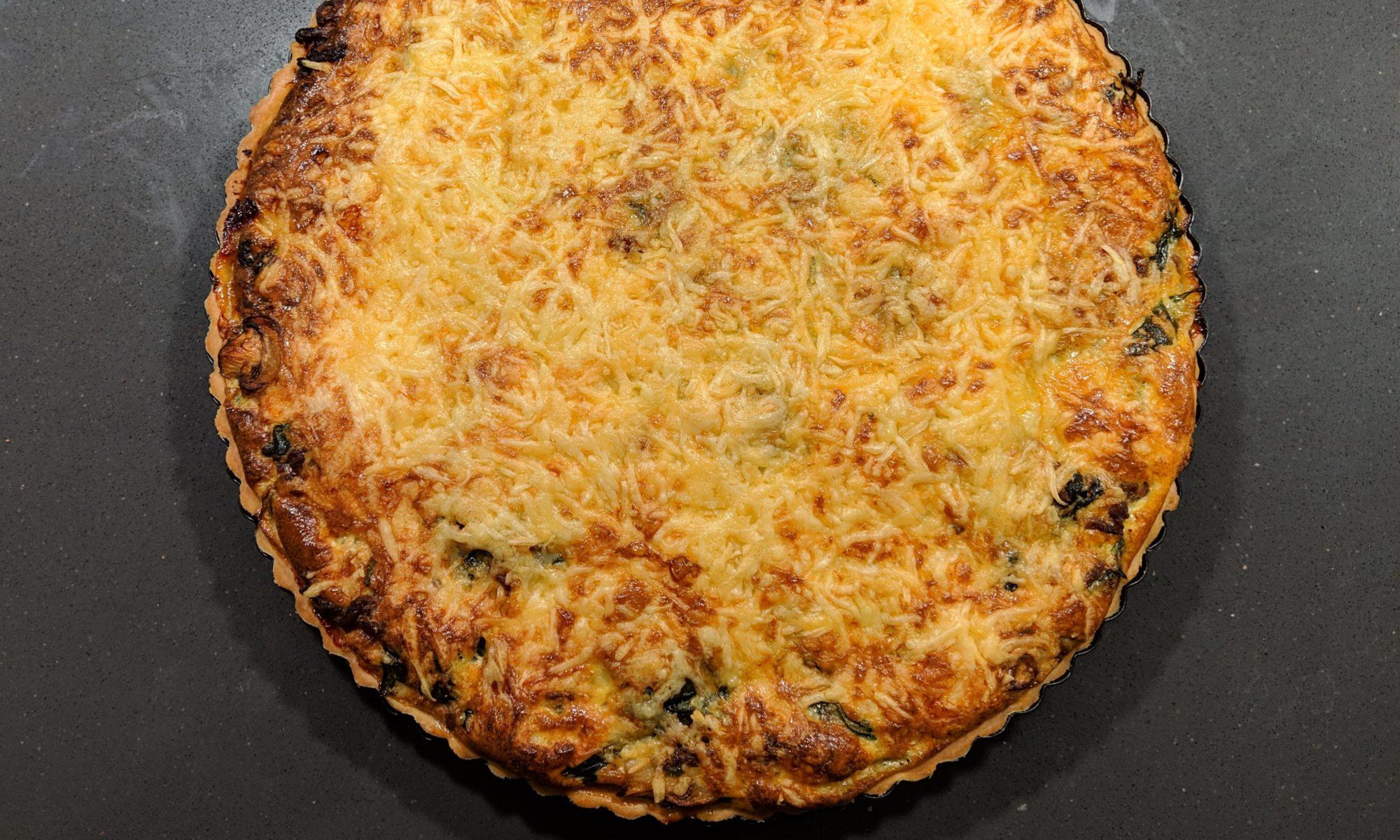 Quiche hartige taart met gehakt spinazie champignons geraspte kaas