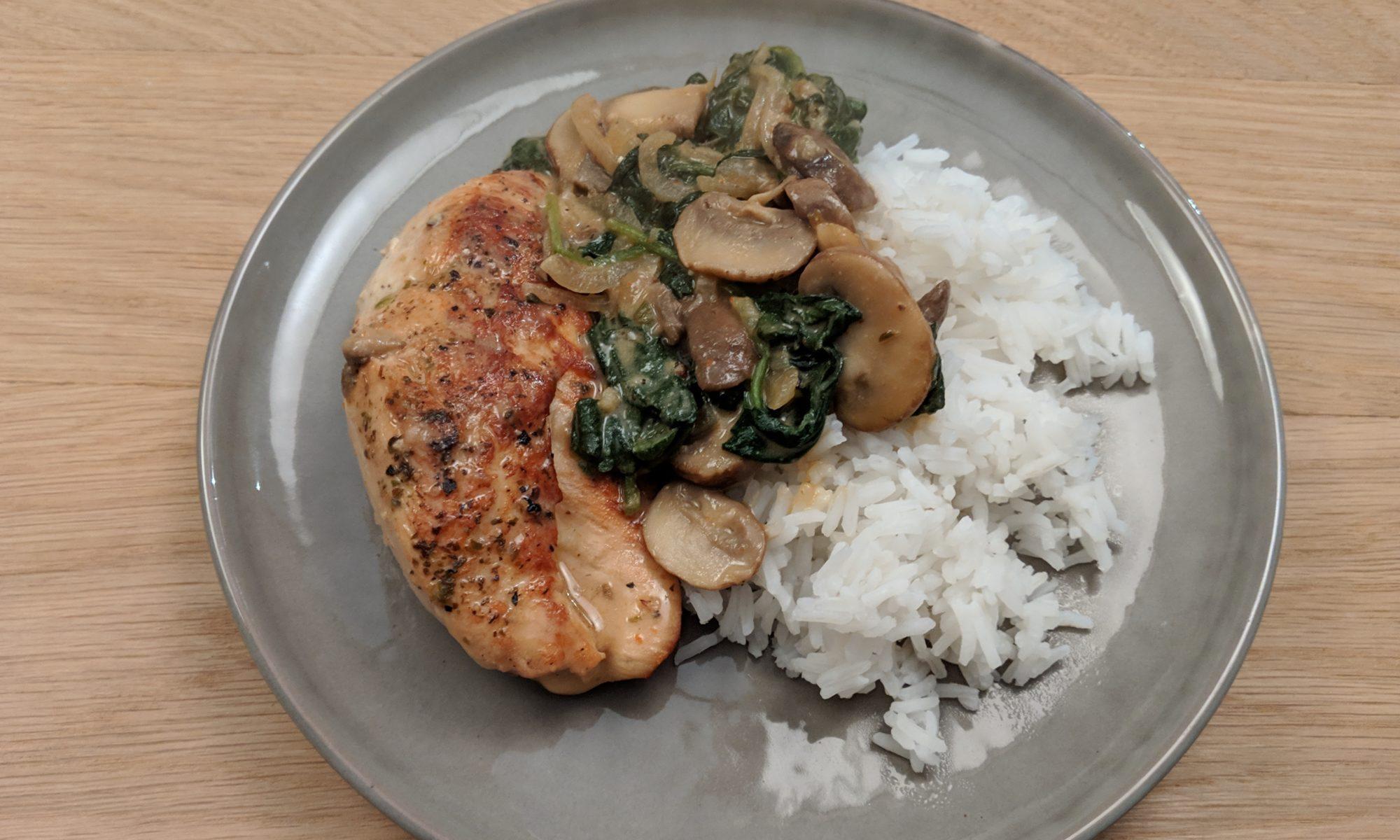 Romige kip met spinazie en champignons
