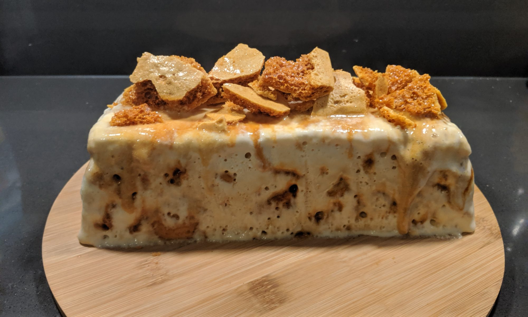 Semifreddo met honeycomb en walnoten ijs ijstaart