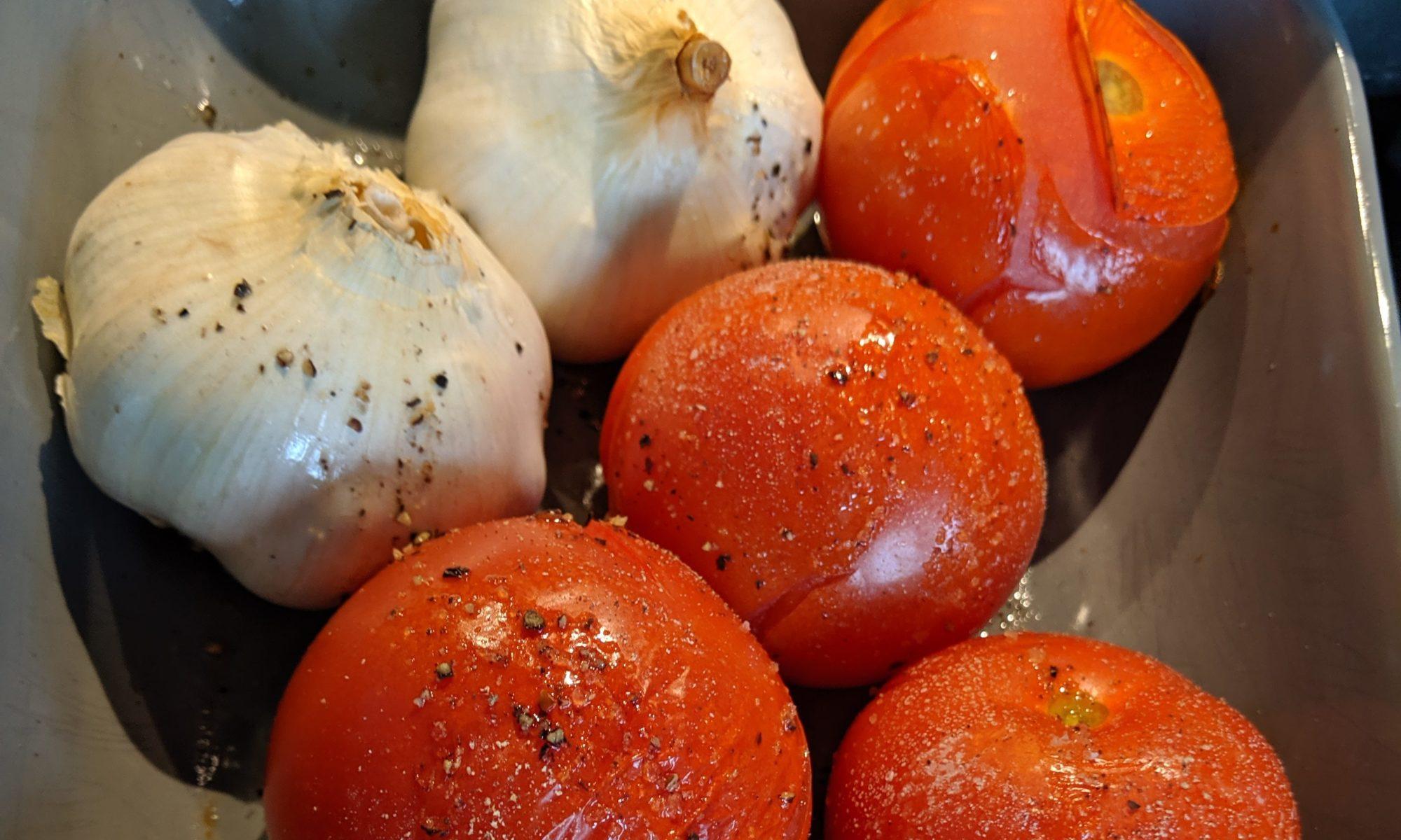 Snelle tomatensaus met knoflook gepoft