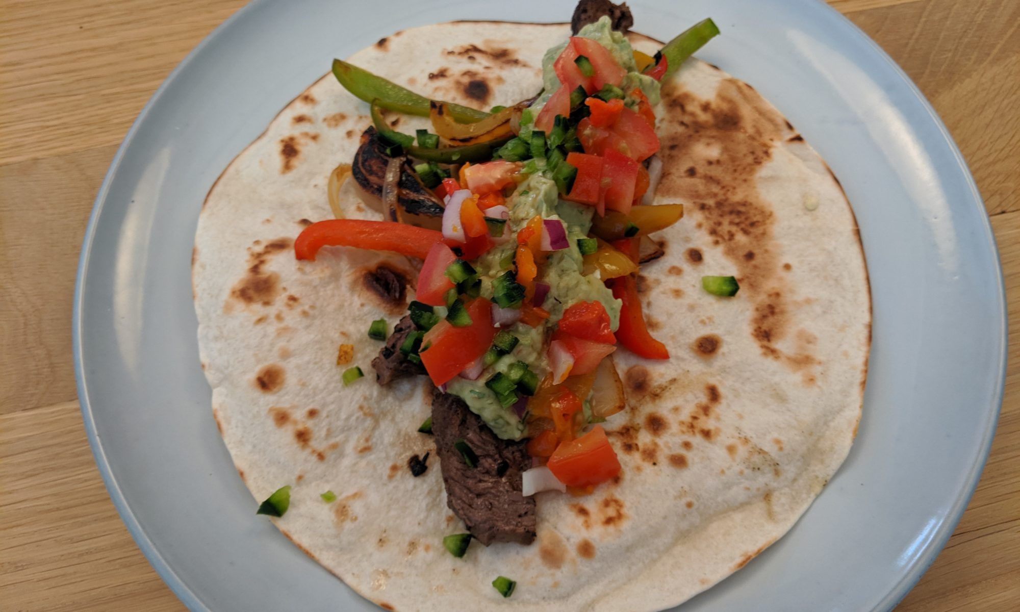 Steak fajitas mexicaans guacamole pico de gallo