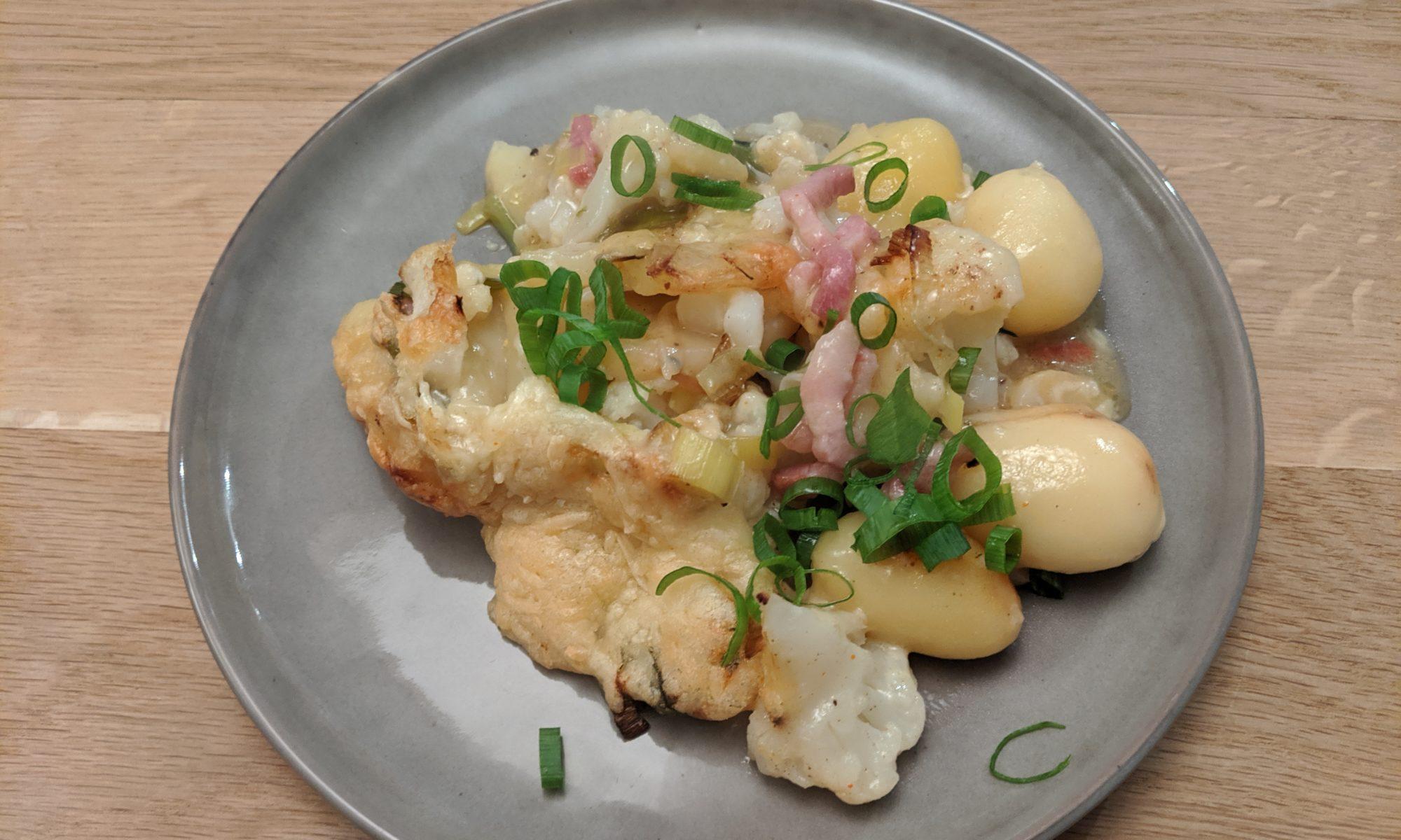 Putpatat ovenschotel met aardappelen bloemkool prei en spekjes